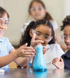 Kids-doing-science-experiment